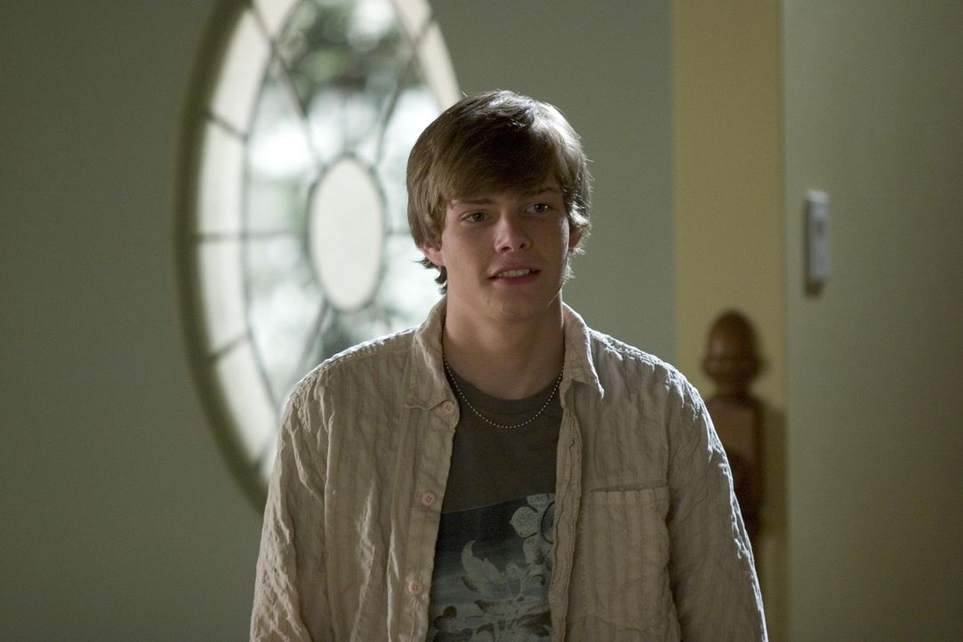 Silas (Hunter Parrish) flüchtet zur Nachbarstochter Megan, der er sich anvertraut ... - Bildquelle: Lions Gate Television
