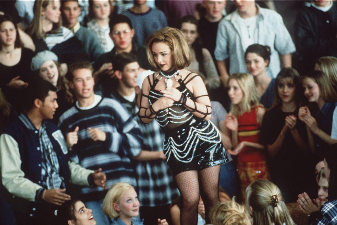 Die Mitschüler können's nicht fassen: Die brave, strebsame Hayley (Danielle Harris, M.) schockt mit einer heißen Tanznummer ... - Bildquelle: Leucadia Film Corporation