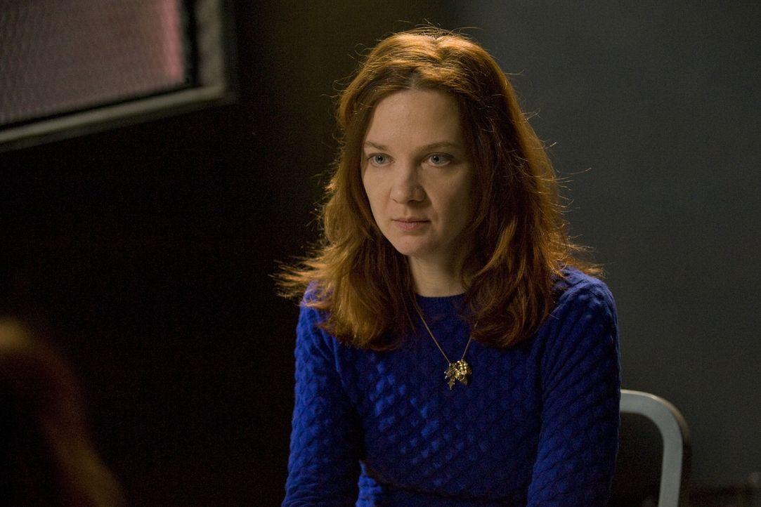 Während Chloé (Odile Vuillemin) zu einem neuen Fall hinzugerufen wird, macht Hyppolite eine Entdeckung Emma betreffend ... - Bildquelle: 2015 BEAUBOURG AUDIOVISUEL