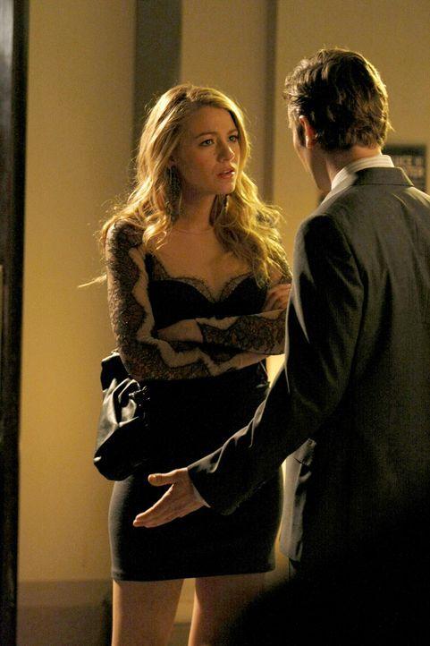 Serena (Blake Lively, l.) ist empört, dass Nate (Chace Crawford, r.) sie quasi ein leichtes Mädchen nennt. - Bildquelle: Warner Brothers.