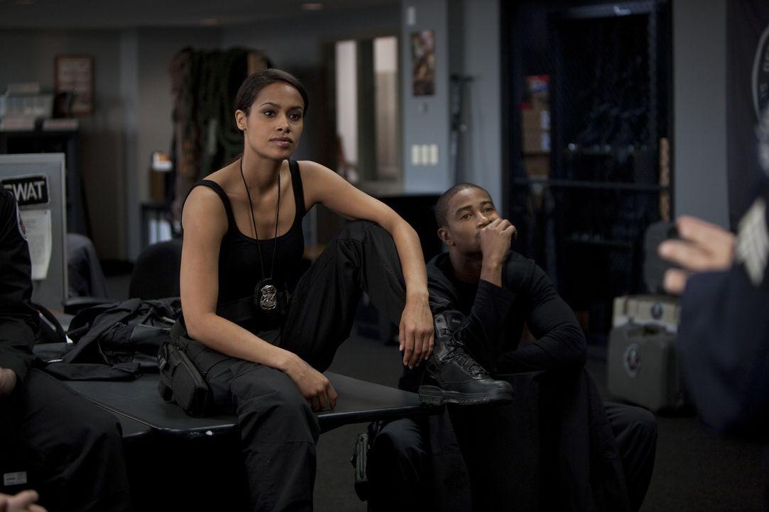 Gefühle können in ihrem Job gefährlich sein, aber Lori Barton (Shannon Kane, l.) und  Kyle Watters (Kevin Phillips, r.) lieben das Spiel mit dem Feu... - Bildquelle: 2011 Stage 6 Films, Inc. All Rights Reserved.