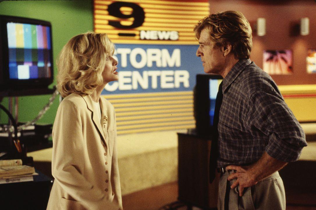 Trotz ihrer Zuneigung kommt es immer wieder zu Konflikten zwischen dem Nachrichtenprofi Warren Justice (Robert Redford, r.) und seinem Zögling Tall... - Bildquelle: Buena Vista Pictures