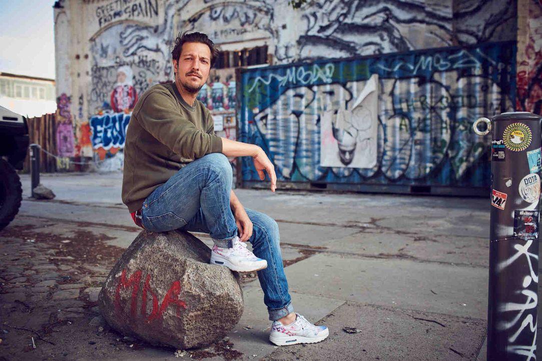 """In seiner Doku-Reihe """"Uncovered"""" greift Journalist Thilo Mischke Themen auf, die sich auf und neben dem Grat des Erlaubten bewegen ... - Bildquelle: Jens Koch ProSieben"""