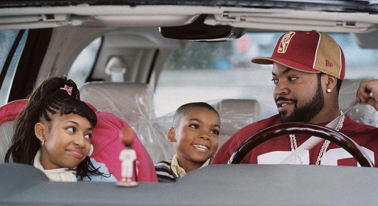 Um bei seiner Angebeteten zu landen, bietet Nick (Ice Cube, r.) an, ihr ihre Kinder nach Vancouver zu bringen, wo sie geschäftlich festsitzt. Kevin... - Bildquelle: Sony 2007 CPT Holdings, Inc.  All Rights Reserved.