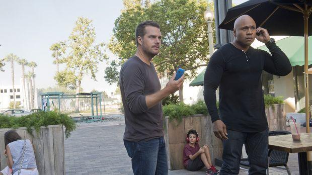 Obwohl sie einen freien Tag haben, werden Callen (Chris O'Donnell, l.) und Sa...