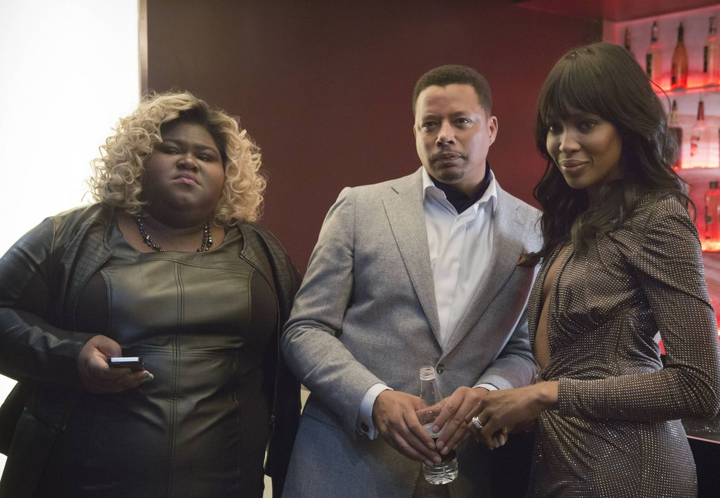 Becky (Gabourey Sidibe, l.), Lucious (Terrence Howard, M.) und Camilla (Naomi Campbell, r.) verfolgen den Auftritt vor den Sponsoren ... - Bildquelle: 2015 Fox and its related entities.  All rights reserved.
