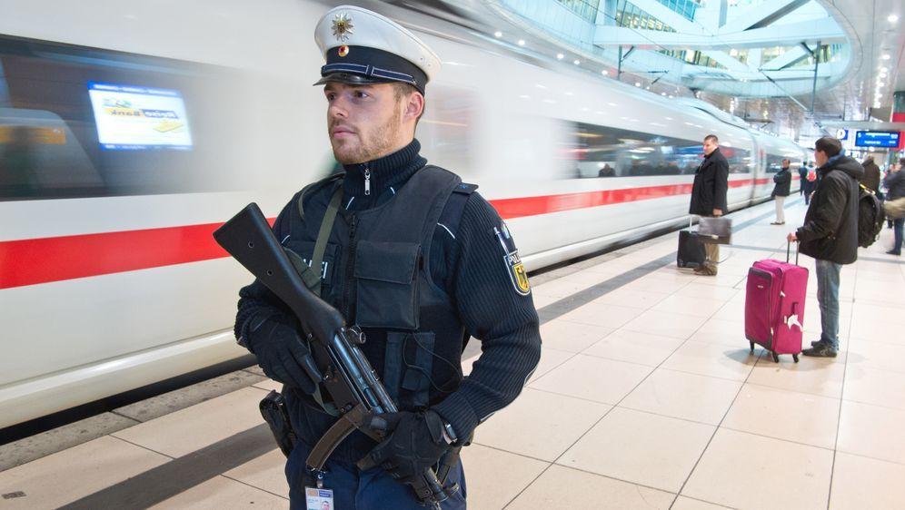 Kontrollen & Sicherheitsmaßnahmen während der Bahnfahrt - Bildquelle: dpa