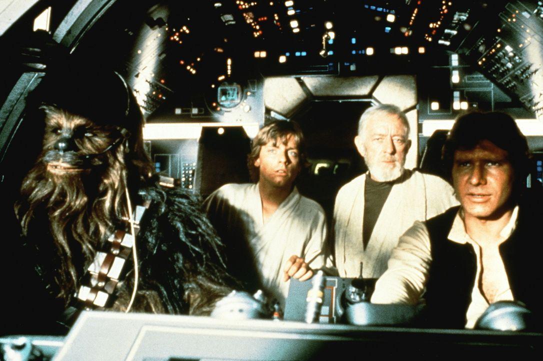 Gigantische Aufgabe: Chewbacca (Peter Mayhew, l.), Luke (Mark Hamill, M.l.), Obi-Wan (Alec Guinness, M.r.) und Han Solo (Harrison Ford, r.) versuche... - Bildquelle: Lucasfilm LTD. & TM. All Rights Reserved.
