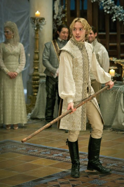 Wird misstrauisch, weil Condés Gefühle für Mary immer offensichtlicher werden: König Francis (Toby Regbo) ... - Bildquelle: Sven Frenzel 2014 The CW Network, LLC. All rights reserved.