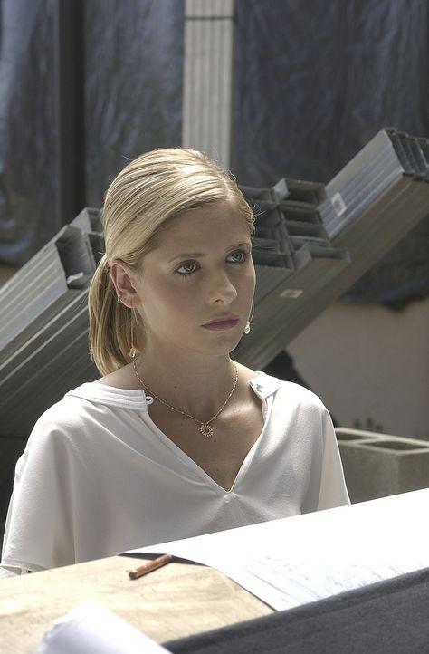 Buffy (Sarah Michelle Gellar) ahnt schreckliches, dass Dawn auf die High School von Sunnydale geht - ihre Ahnungen bestätigen sich ... - Bildquelle: TM +   Twentieth Century Fox Film Corporation. All Rights Reserved.