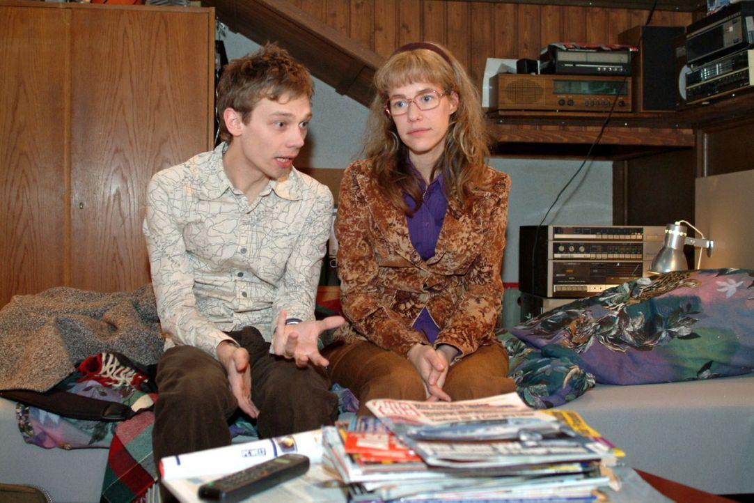 Jürgen (Oliver Bokern, l.) redet Lisa (Alexandra Neldel, r.) energisch ins Gewissen: Sie tut alles für David Seidel, doch was tut der eigentlich für... - Bildquelle: Monika Schürle Sat.1