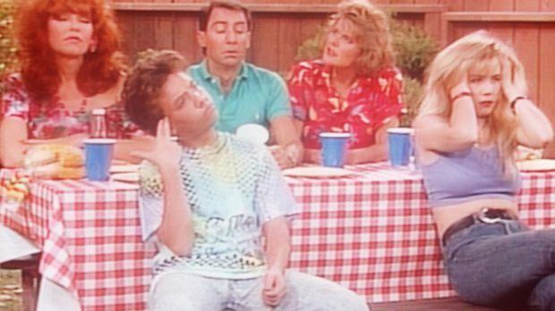 (v.l.n.r.) Peggy (Katey Sagal), Bud (David Faustino), Steve (David Garrison),...
