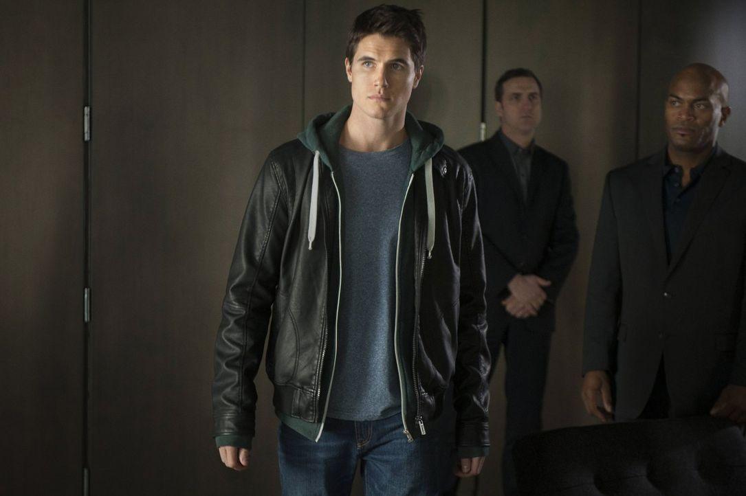 Noch ahnt Stephen Jameson (Robbie Amell) nicht, welcher Gefahr er wirklich ausgesetzt ist ... - Bildquelle: Warner Bros. Entertainment, Inc
