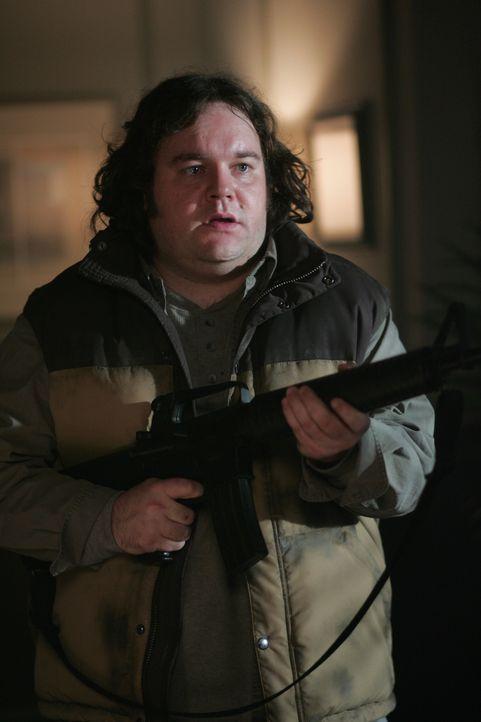 Was hat Roland (Chris Gauthier) vor? - Bildquelle: Warner Bros. Television