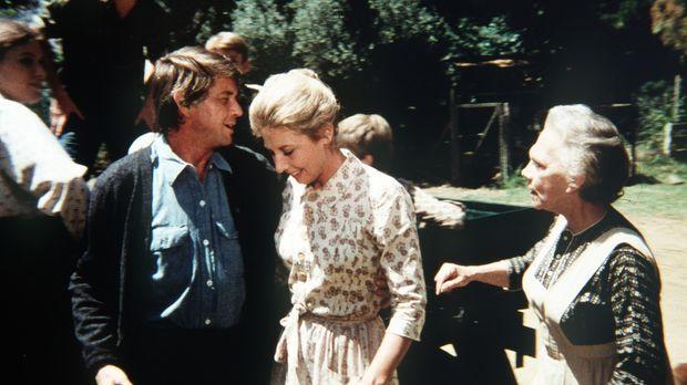 Olivia (Michael Learned, M.) lässt ihren Mann (Ralph Waite, vorne l.) nur ung...