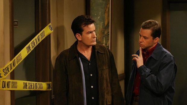 Um Charlie (Charlie Sheen, l.) zu helfen, hat Alan (Jon Cryer, r.) ein drasti...
