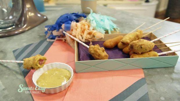 Leckerer Partysnack: Corn Dogs mit Honig-Senf-Dip