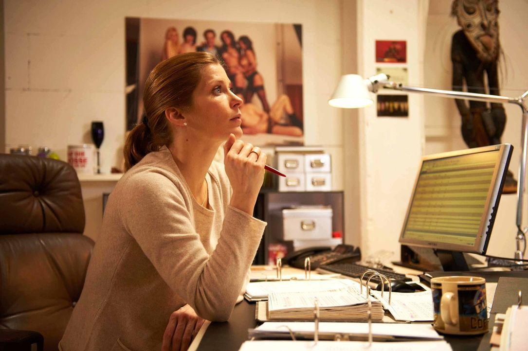 Marie (Valerie Niehaus) ist Mutter und Hausfrau - bis zum tragischen Unfalltod ihres Mannes: Nun muss sie nicht nur allein für zwei pubertären Kinde... - Bildquelle: SAT.1