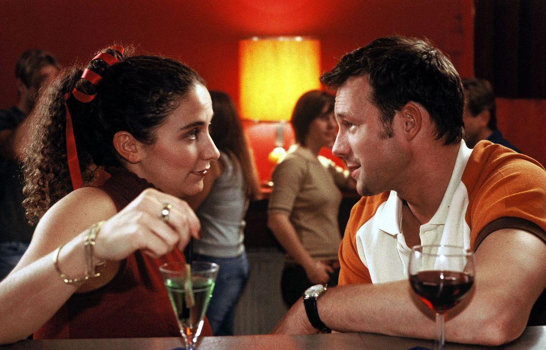 Hobbys sind ein beliebtes Thema beim ersten Date. Manche sollte gerade Mann aber lieber für sich behalten. (Shirin Soraya, l. und Hanno Friedrich,... - Bildquelle: Sat.1