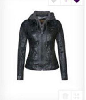 Total stylisch und hält schön warm im Herbst - Zoes Jacke!