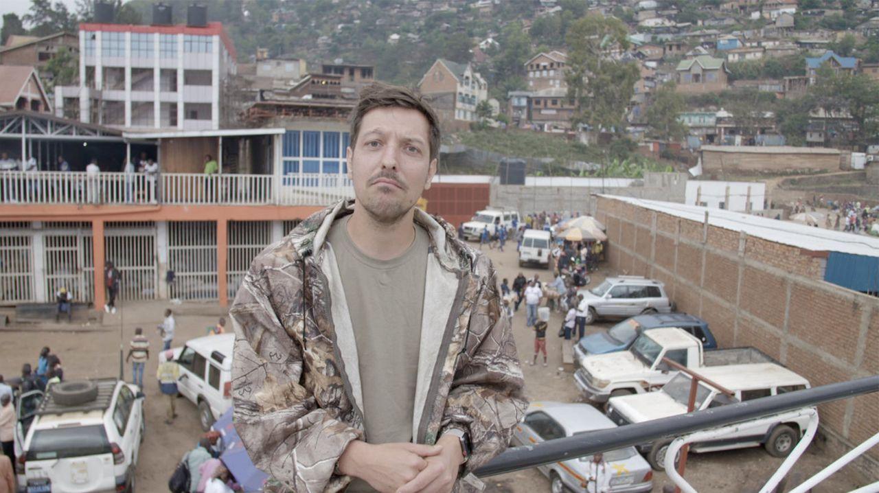"""Moderne Sklaverei? Im Kongo ist das oft traurige Realität. In Minen leiden Menschen beim Gewinn von Rohstoffen. Aber was hat das mit uns zu tun? """"Un... - Bildquelle: ProSieben"""