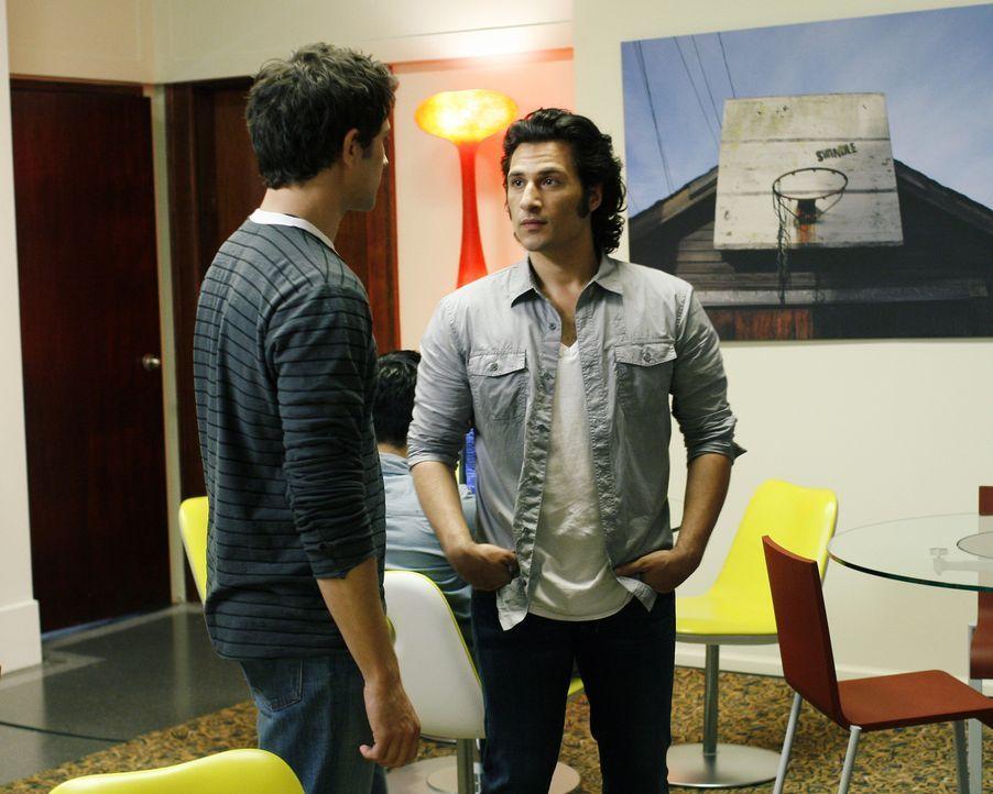 Arbeiten nun zusammen: Kyle (Matt Dallas, l.) und Cassidy (Hal Ozsan, r.) ... - Bildquelle: TOUCHSTONE TELEVISION