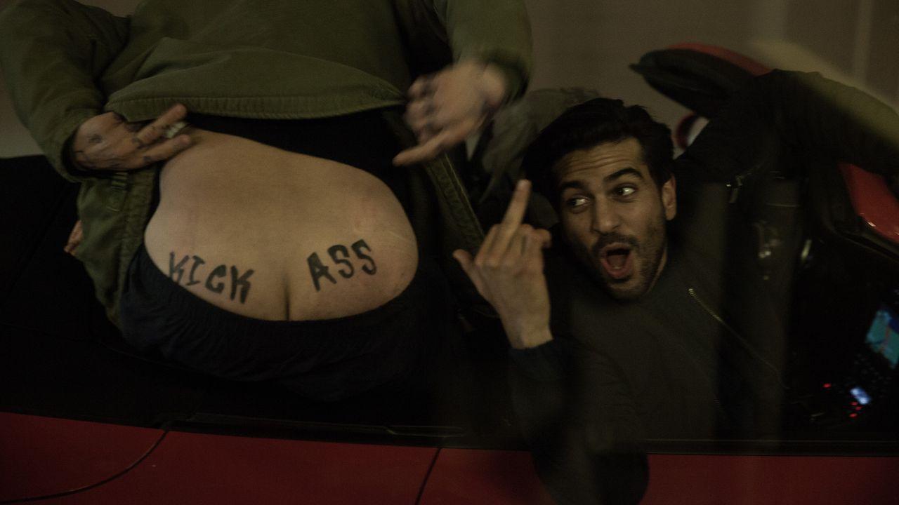 Hat immer einen Scherz parat: Max (Elyas M'Barek) ... - Bildquelle: Jan Rasmus Voss Wiedemann & Berg Film