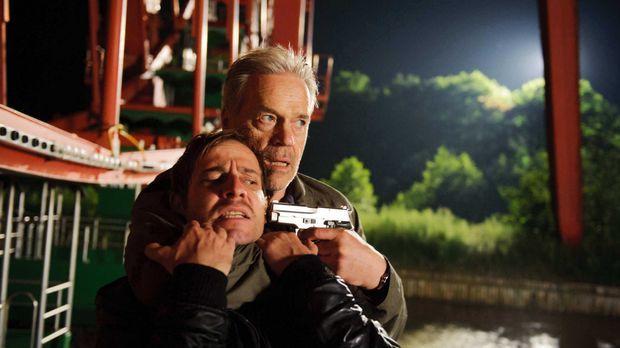 Als ein Dealer (Nils-Bruno Schmidt, l.) kaltblütig erschossen wird, gerät Wol...