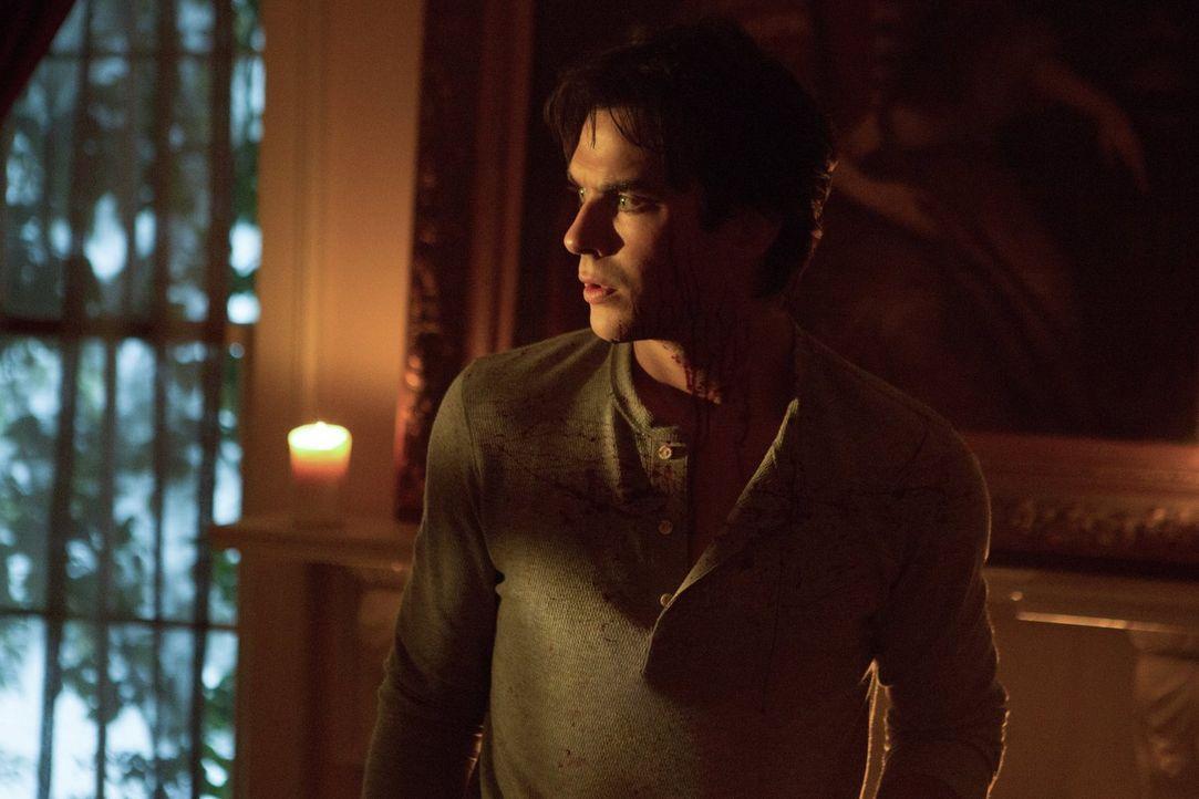 Während Damon (Ian Somerhalder) mit den Folgen seines Aufenthaltes im Phoenix-Stein zu kämpfen hat, weitet Julien seine Macht in Mystic Falls weiter... - Bildquelle: Warner Bros. Entertainment, Inc.