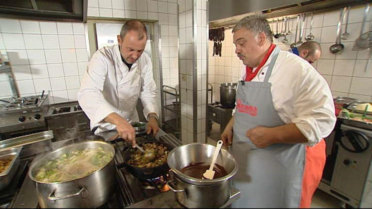 """Frank Rosin (l.) hilft heute im Autohof """"Herz'l"""", dem die Insolvenz droht ... - Bildquelle: kabel eins"""