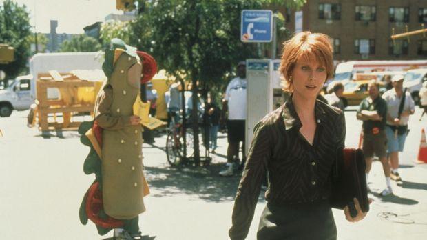 Miranda (Cynthia Nixon, r.) leidet unter der fixen Idee, dass ein als belegte...
