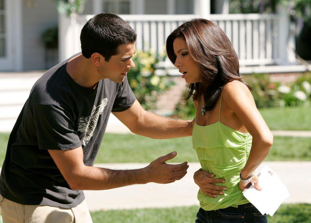 Gibt es Probleme mit dem Baby? John (Jesse Metcalfe, l.) macht sich Sorgen um Gabrielle (Eva Logoria, r.) ... - Bildquelle: 2005 Touchstone Television  All Rights Reserved