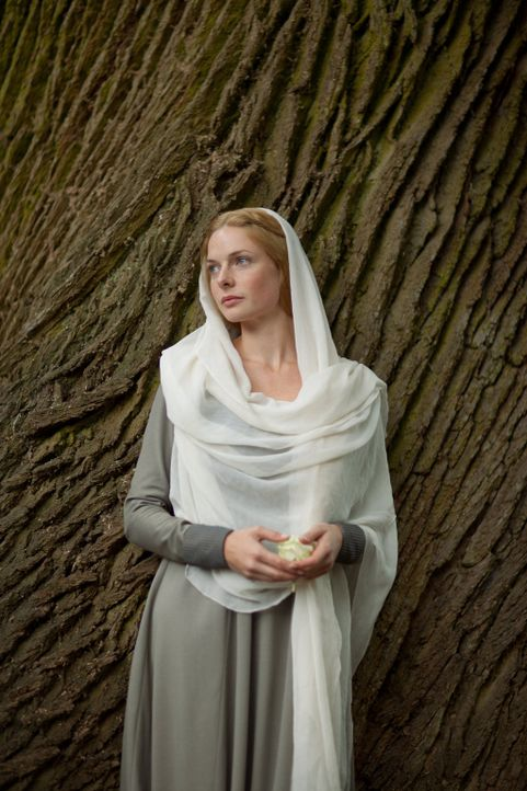 Wird sie wirklich die neue Königin? Elizabeth Woodville (Rebecca Ferguson) - Bildquelle: 2013 Starz Entertainment LLC, All rights reserved