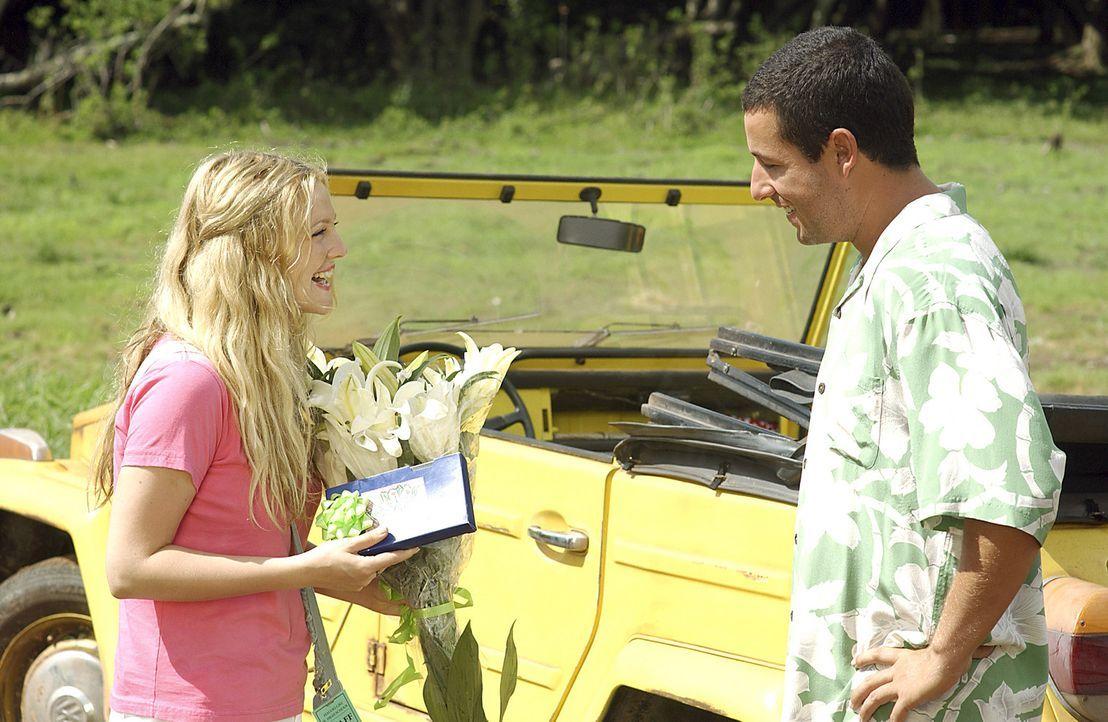 Für Henry (Adam Sandler, r.) ist es Liebe auf den ersten Blick und er will alles tun, damit Lucy (Drew Barrymore, l.) sich ebenfalls in ihn verlieb... - Bildquelle: Sony Pictures Television International. All Rights Reserved.