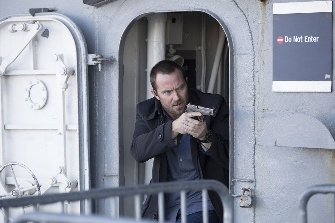 Kann Weller (Sullivan Stapleton) das Attentat noch verhindern? - Bildquelle: Warner Brothers
