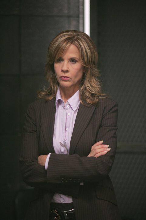 Diana Ballard (Linda Blair) ist hin- und hergerissen. Sie weiß nicht, wem sie Glauben schenken soll ...