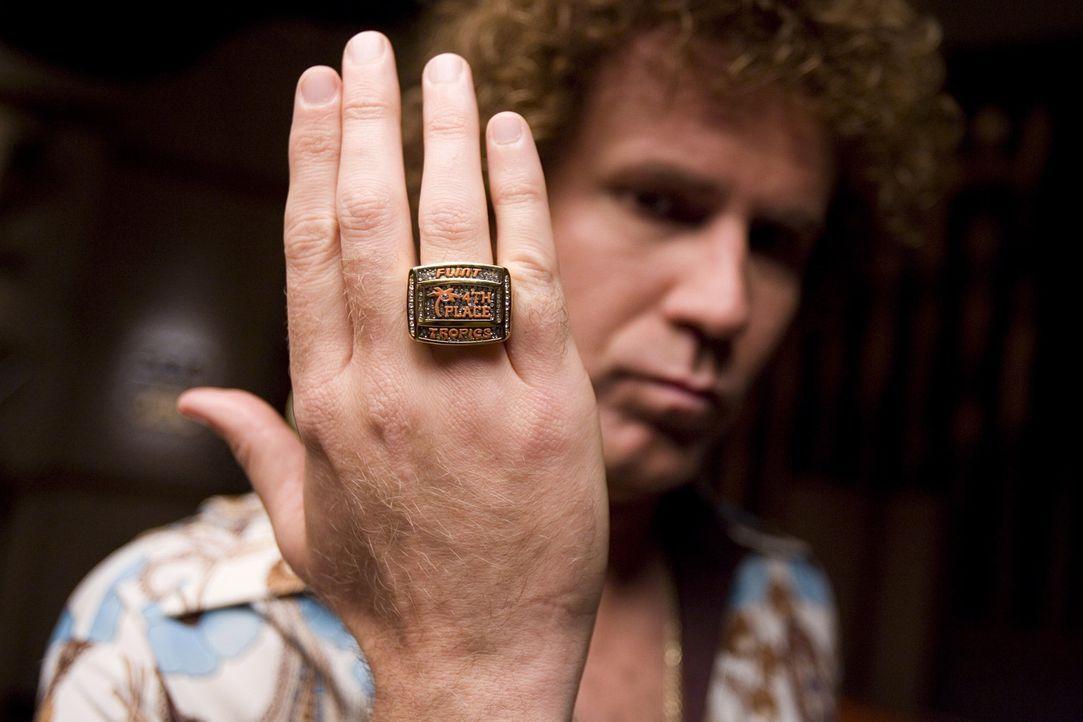 """Seine erste Million machte er mit dem Hit """"Love me sexy"""". Jetzt will die Sexbombe Jackie Moon (Will Ferrell) ein ungeheuer schlechtes Basketballteam... - Bildquelle: 2008 Warner Brothers"""