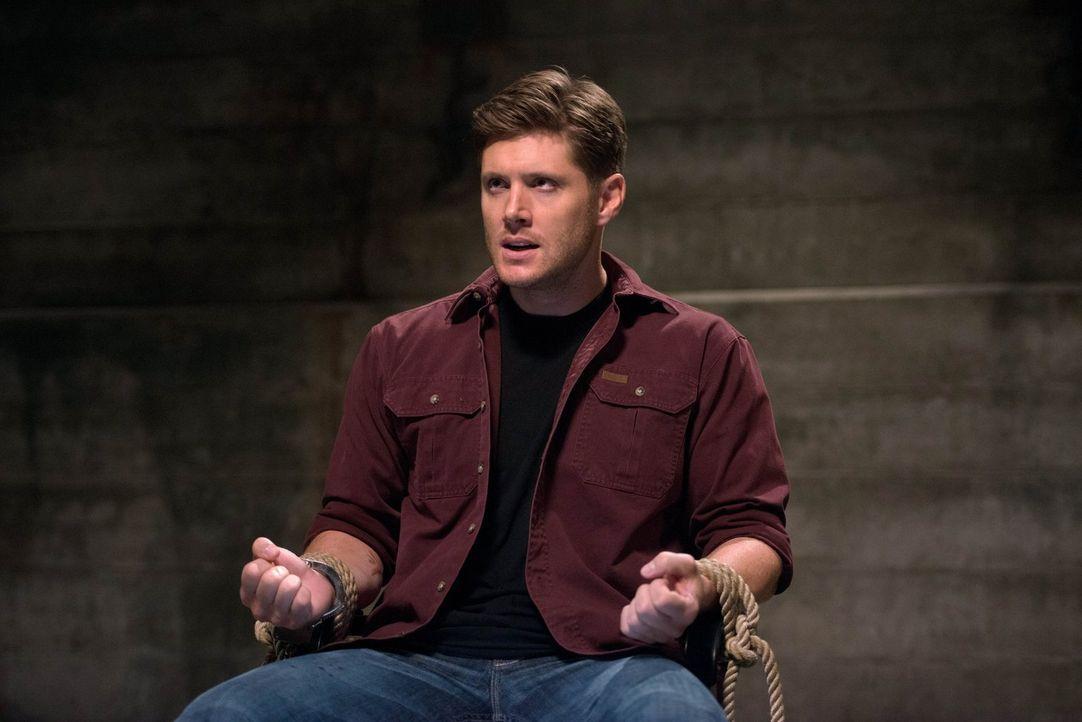 Während Sam eigentlich versucht, Dean (Jensen Ackles) mit geweihtem Blut zu heilen, versucht dieser mit allen Mitteln, Sam gegen sich aufzubringen .... - Bildquelle: 2016 Warner Brothers