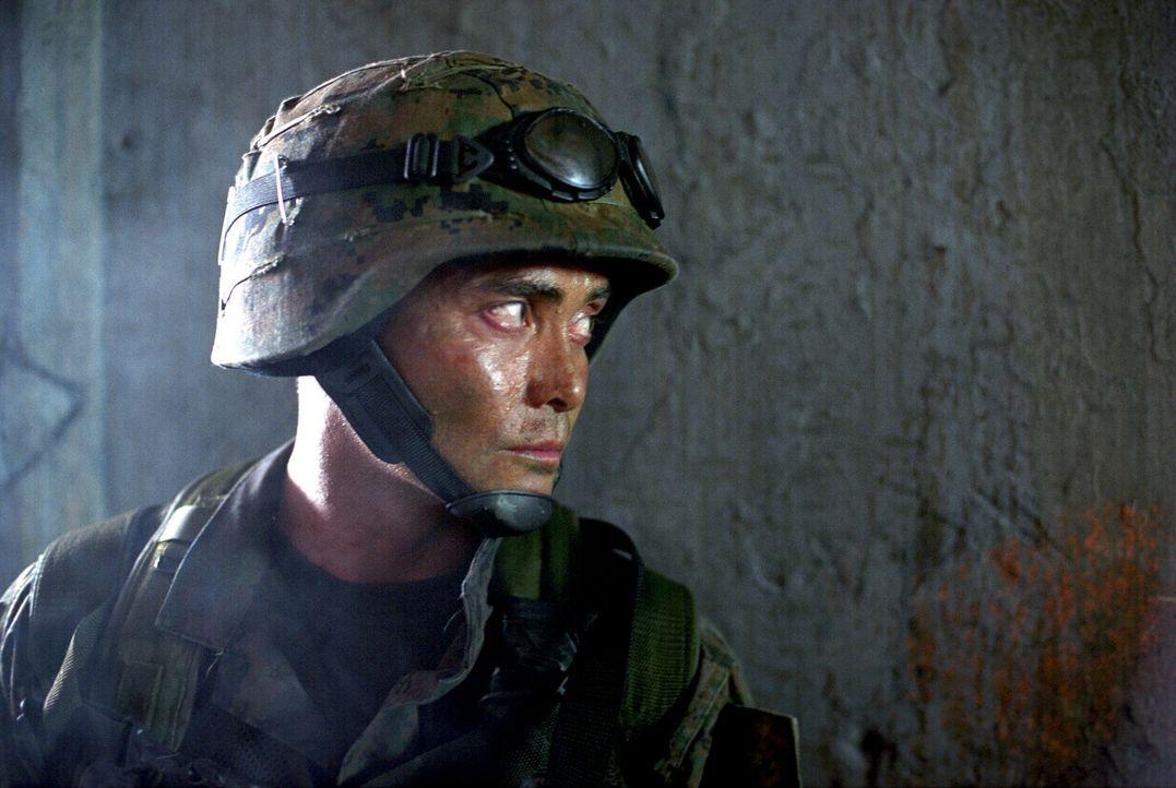 Im Visier des Feindes: Marine Matt Daniels (Mark Dacascos) ... - Bildquelle: 2005 The Pacific Trust. All Rights Reserved.