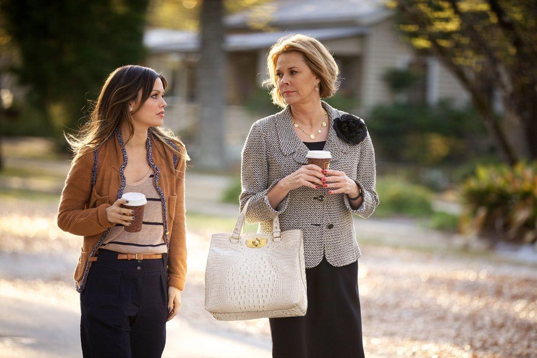 Noch nie konnte Zoe Hart (Rachel Bilson, l.) es ihrer Mutter rechtmachen. Ihr Umzug nach Blubell passt ihre Mutter Candice (JoBeth Williams, r.) jed... - Bildquelle: Warner Bros.
