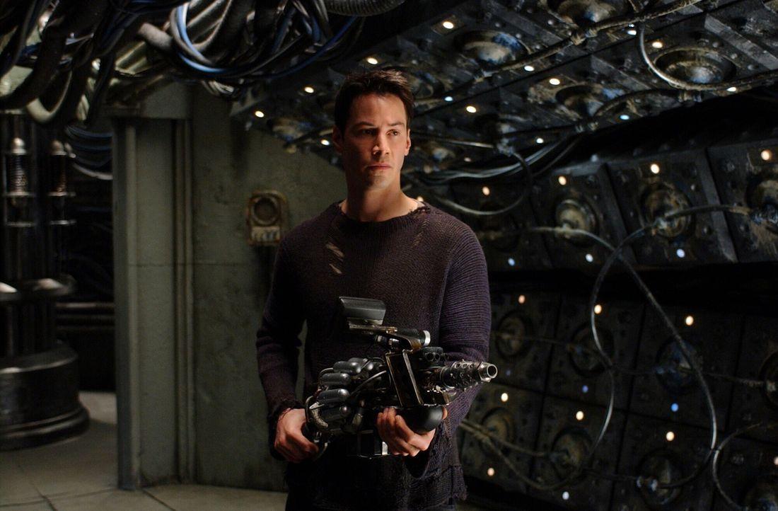 Um die Menschheit zu retten, dringt Neo (Keanu Reeves) bis ins Herz der Maschinenstadt vor und stellt sich todesmutig dem Deus ex machina ... - Bildquelle: Warner Bros.