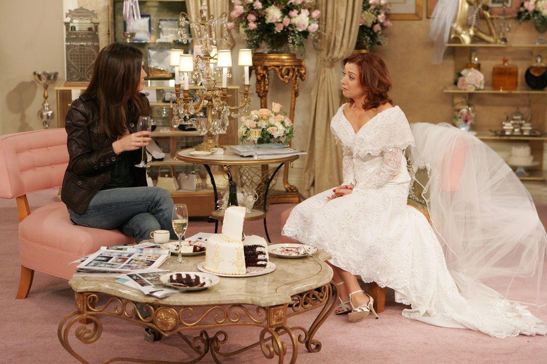 Lily (Alyson Hannigan, r.) und Robin (Cobie Smulders, l.) finden endlich das perfekte Kleid. Doch ausgerechnet als die angehende Braut es anprobiert... - Bildquelle: 20th Century Fox International Television