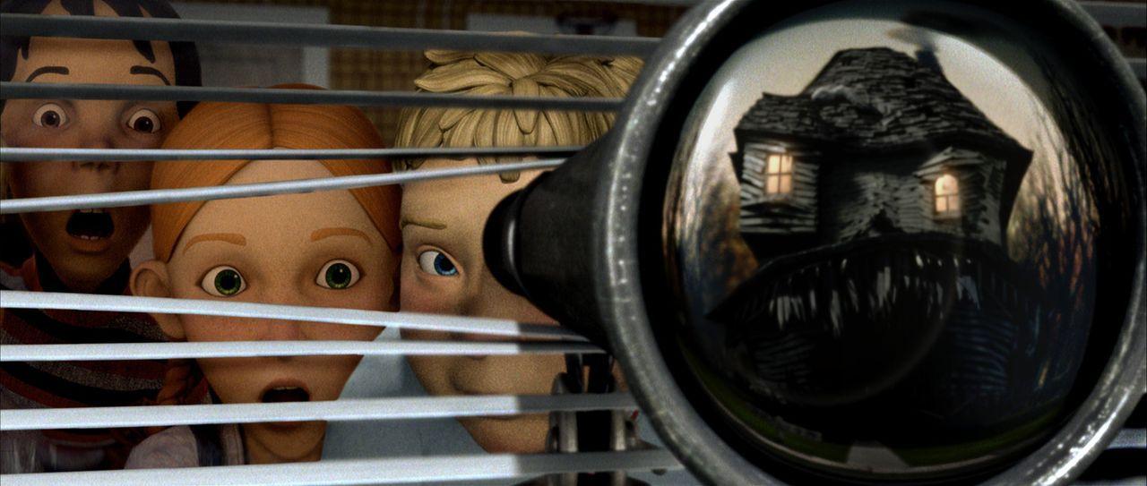 Drei Kinder, DJ (l.), Chowder (r.) und Jenny (M.), finden heraus, dass das Haus auf der anderen Straßenseite lebt - und die Leute, die seinen Rasen... - Bildquelle: Sony Pictures Television International. All Rights Reserved.