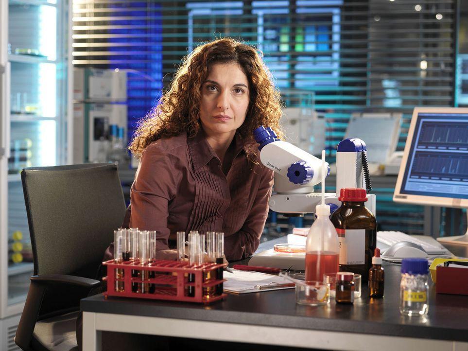 Die Chemikerin Judith Karimi (Proschat Madani) ist eine ehrgeizige Perfektionistin. Aber im Team der R.I.S. glaubt sie nicht mehr, sich ständig bew... - Bildquelle: Stephan Rabold Sat.1