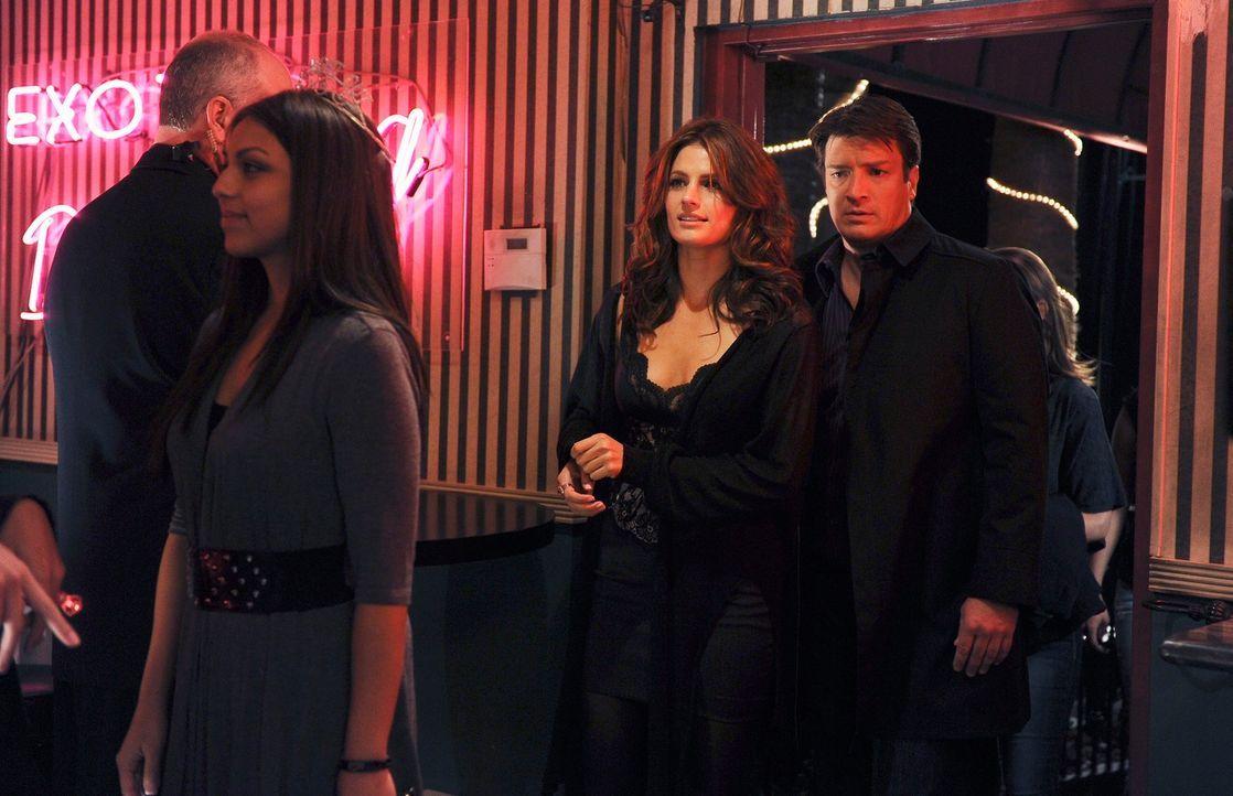 Als ein junger Stripper ermordet aufgefunden wird, erkennen Castle (Nathan Fillion, r.) und Beckett (Stana Katic, 2.v.r.) bald, dass es viele Mensch... - Bildquelle: 2010 American Broadcasting Companies, Inc. All rights reserved.