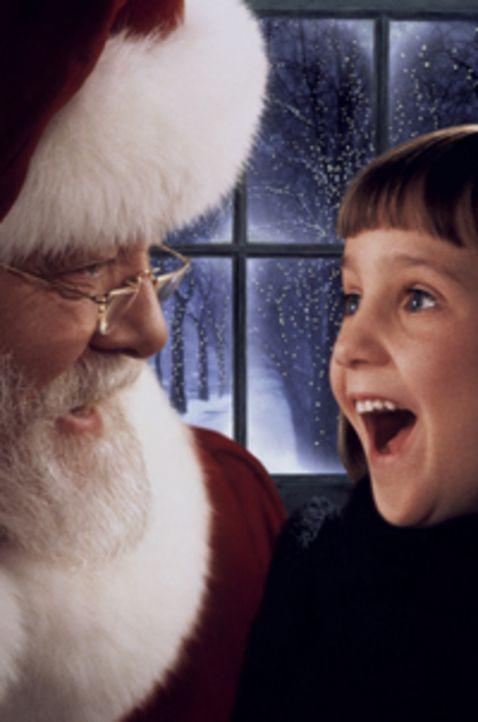 Die kleine Susan (Mara Wilson, r.) ist schnell von der wahren Identität des Kaufhaus-Weihnachtsmannes (Richard Attenborough, l.) und vertraut ihm, i...