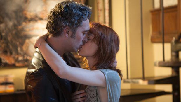 Wird sich Hoffman (Laurent Hennequin, l.) nun endgültig für Chloé (Odile Vuil...