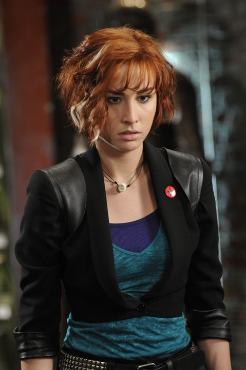Claudia (Allison Scagliotti) kann nicht fassen, dass Mrs. Frederick sterben wird, falls Pete, Myka und H.G. Wells in Ägypten keine Möglichkeit finde... - Bildquelle: Steve Wilkie SCI FI Channel