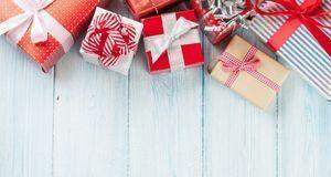 Es lohnt sich, Schleifen von Geschenken aufzubewahren. Zum Basteln ist das Zu...