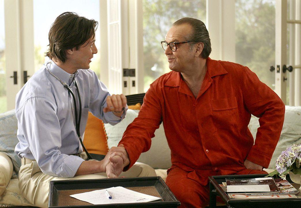 Komplikationen sind vorprogrammiert als Erica auch von Harrys (Jack Nicholson, r.) behandelndem Arzt Julien (Keanu Reeves, l.) umworben wird .... - Bildquelle: Warner Bros. Pictures